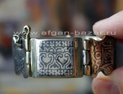 Афганский браслет с чернью, растительным орнаментом и изображением герба Афганис