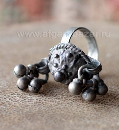 Старинный иранский перстень каджарской эпохи - народное украшение