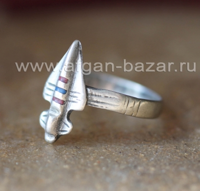 Берберский перстень-талисман с изображением военного истребителя