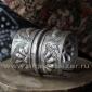 Старый бедуинский браслет с изображениями рыб и цветов водяной лилии. Украшения