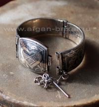 Афганский браслет с чернью, растительным орнаментом и изображением пронзенного с