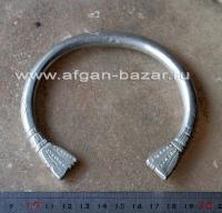Бедуинский браслет на предплечье  символическими изображениями змей. Оман или Ир