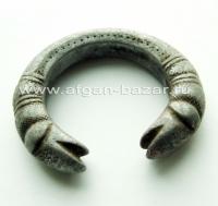 Пакистанский племенной браслет с символическим изображением голов змей