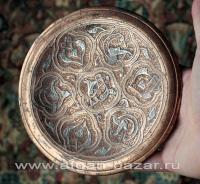 Декоративная тарелка с инкрустацией серебром в средневековом стиле. Египет, сере