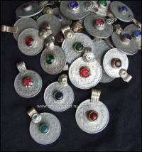 этническая фурнитура для расшивки костюма. Кучи монеты