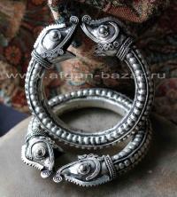 Пара браслетов с головами змей. Китай, народность Мьяо (Хмонг)