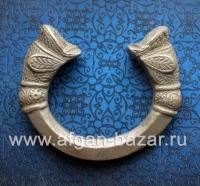 Массивный племенной браслет с символическим изображением голов дельфинов