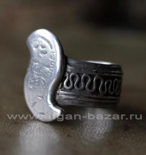 Старинный туркменский племенной перстень-амулет с символическим изображением зме