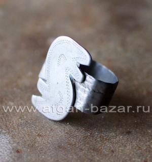 Туркменский племенной перстень с символическим изображением змеи