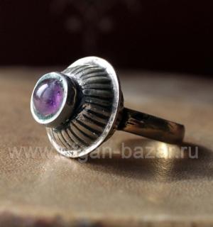 Афганский перстень с аметистом, сделанный из старой бусины