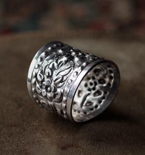 Египетское серебряное кольцо c цветочным орнаментом