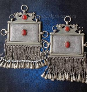 Пара афганских наплечных или нагрудных подвесок-амулетов с изображением птиц и р