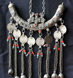 """Амулет """"Чандия"""" (Chandiya). Индия или Пакистан, Кашмир, племена Кучи, 20-й век"""