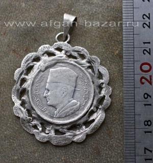 Старая марокканская подвеска с серебряной монетой