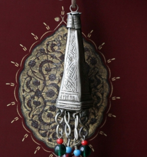 Марокканская берберская подвеска - элемент старого украшения