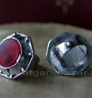 Афганский перстень с тонированным халцедоном