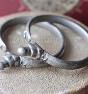 Пара старых пакистанских браслетов