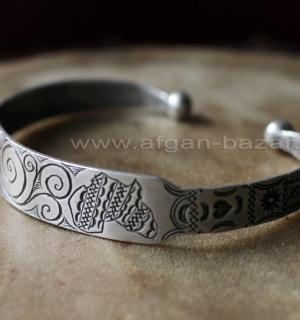 Туарегский браслет с геометрическим орнаментом и символическим изображением Афри