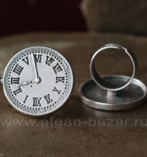Кольцо из ювелирного сплава в виде часов