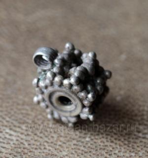 Йеменская бусина из высокопробного серебра с маркировкой мастера. Йемен, йеменит